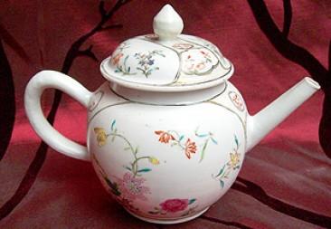 No 105 – Famille Rose Porcelain Teapot, Chien Lung Period