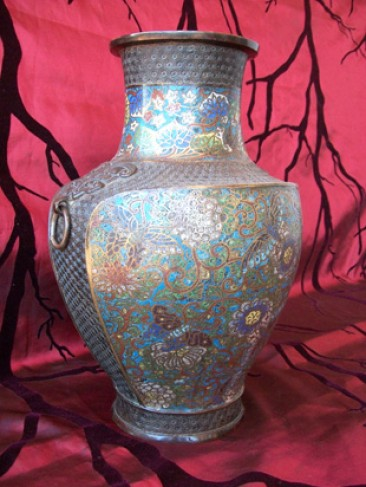 No 110 – Chinese Cloisonné Vase with Flowers and Dragon Flies Late Qing Dynasty (1644-1911)