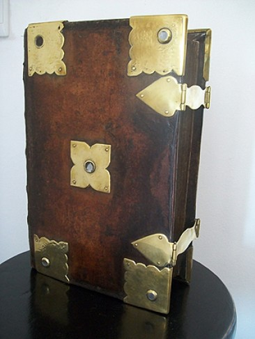No 108 – Antique Bibles: Statenbijbel with Brass Clasps and Catches, 1642